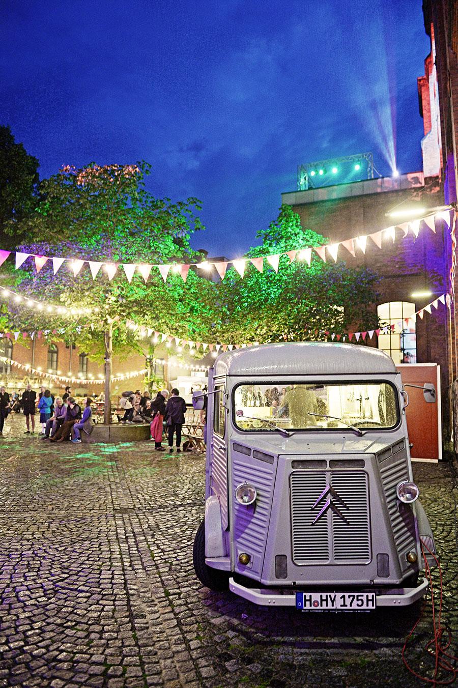 01 Bus Shuttle Festivalzentrum Foto Andreas Etter