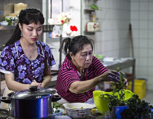 07  Saigon Caroline Nguyen Foto Jean Louis Fernandez